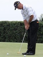 Corey Pavin putting
