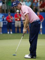 Webb Simpson using his belly putter